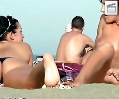 Absolutely nude sunbathing chick gets furtively filmed